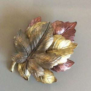 Jewelry - Maple leaf brooch.